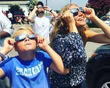 Ameriku pobláznilo zatmění slunce, dívala se i Gwyneth Paltrow