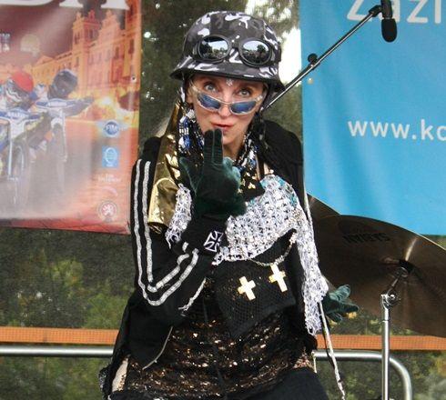 http://www.showbiz.cz/files/gallery/0d/0d72d805ba9501e6173834179ea3d04a.jpg