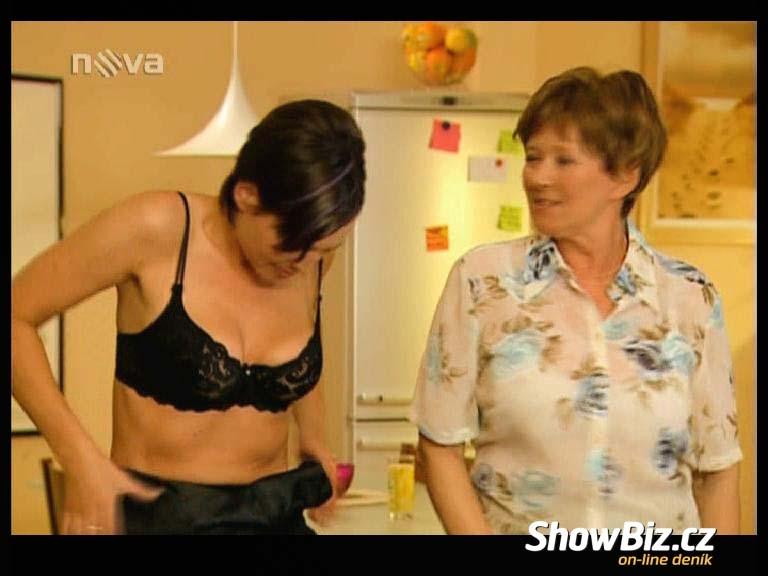 Barbora Kodetová nahá ve filmu Redakce  da87100485