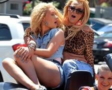 Britney spears připojte stále chilli chodí po lase